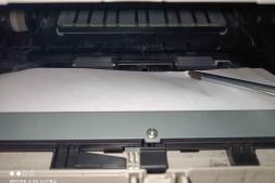 东芝302DNF卡纸卡在硒鼓下面第一个传感器